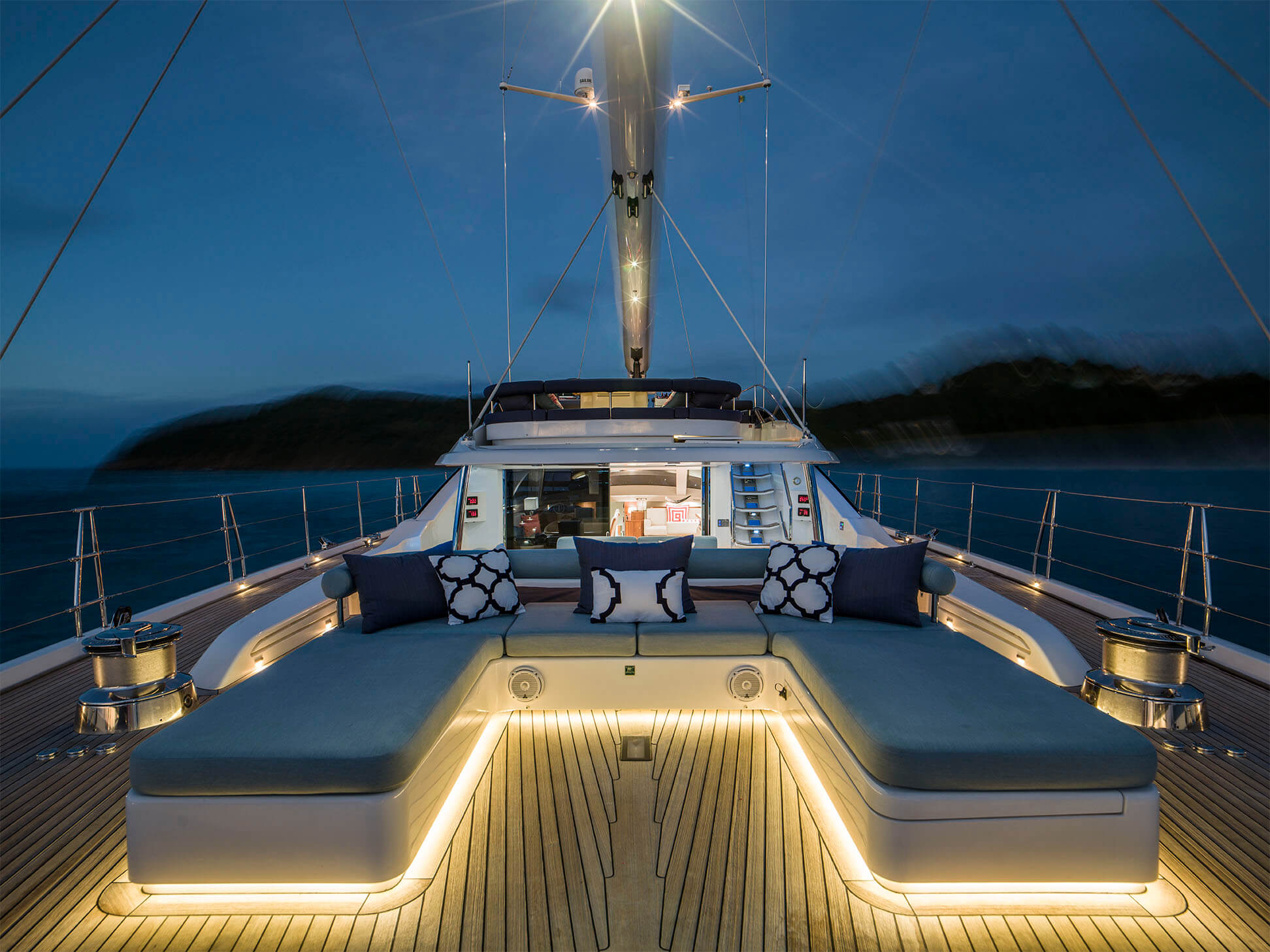 SY%20TWILIGHT%20-%20Aft%20deck%20seating